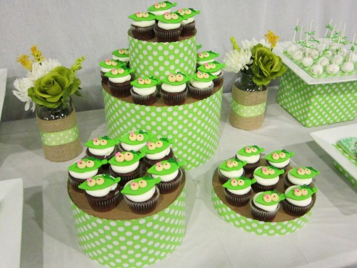 ct finished e1335629977429 {DIY Tutorials} Hat Box Cupcake Tower