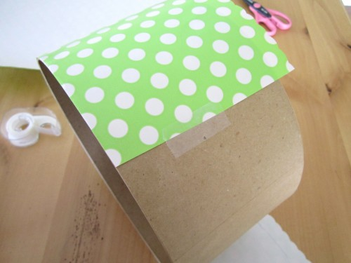 ct wrapping e1335629848231 {DIY Tutorials} Hat Box Cupcake Tower