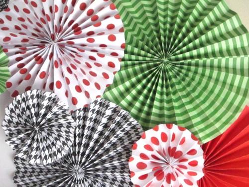 pr finshed e1338169177552 {DIY Tutorial} Paper Fan Rosette/Medallions