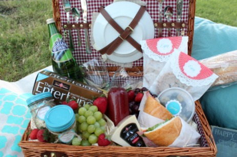 diy picnic blanket tips for date night picnic ideas
