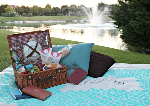 DIY Picnic Blanket & Tips For Date Night Picnic Ideas