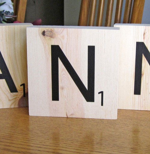 vinyl block e1343096642576 {DIY Tutorial} Scrabble Blocks!