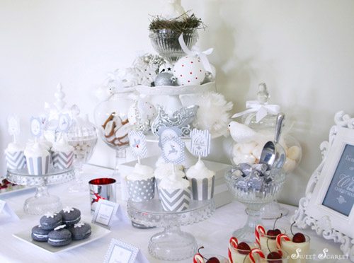 A Blissful Nest - Sweet Scarlet White Chrismas table