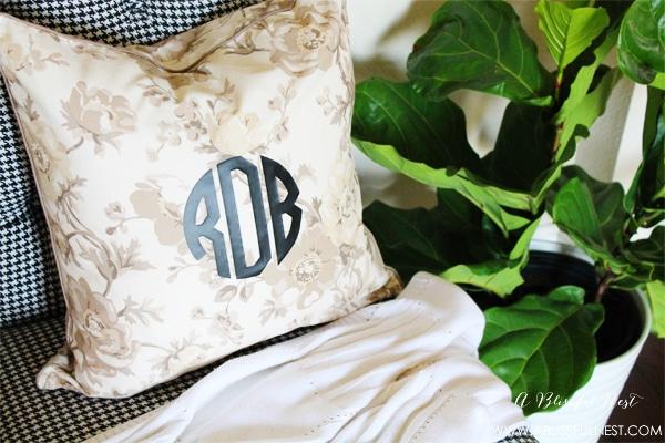 {DIY Tutorial} DIY Monogram Pillow