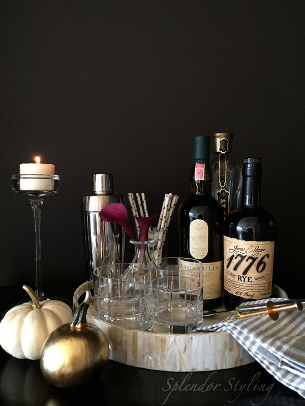 black-white-gold-chic-stylish-decor-bar-fall-diy