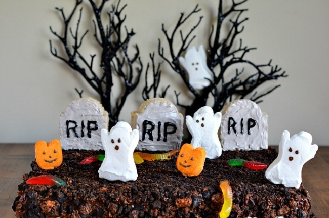 Halloween Rice Krispie Treat Graveyard
