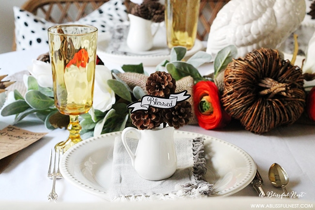 Easy tips to recreate this simple Thanksgiving Table setting plus FREE Printables!