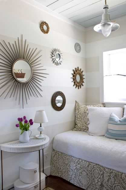 USe sunburst mirrors on a gallery wall for a beautiful symmetrical design. These design tips on using sunburst mirrors are amazing!
