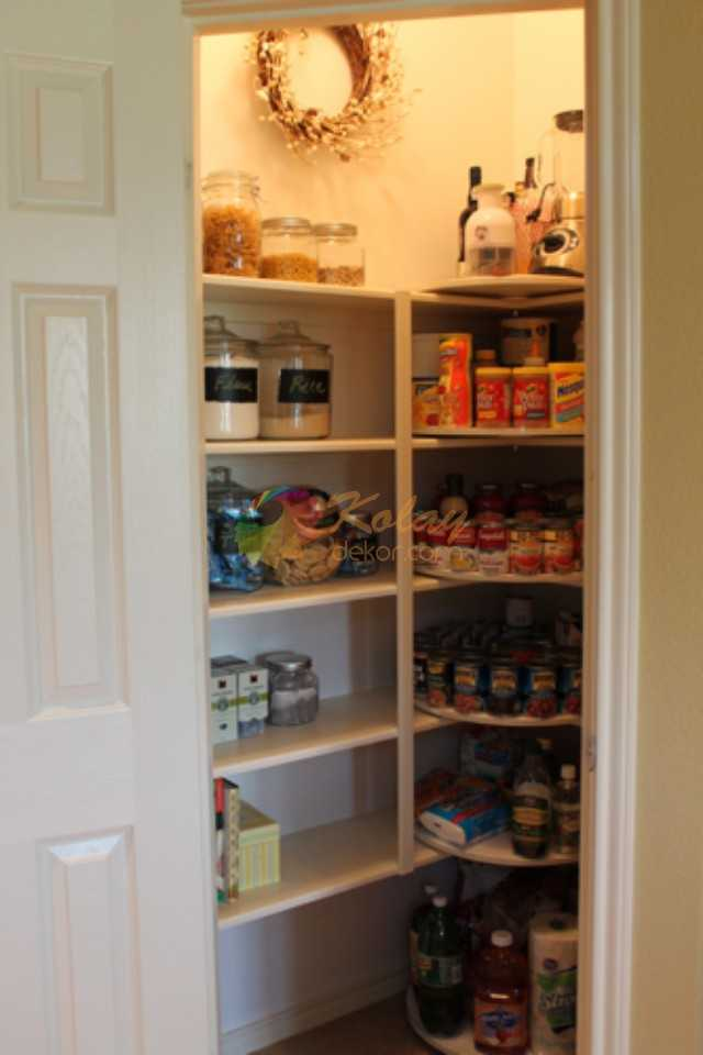 Lazy Susan in the Corner of Pantry, 25 Kitchen Organization Ideas