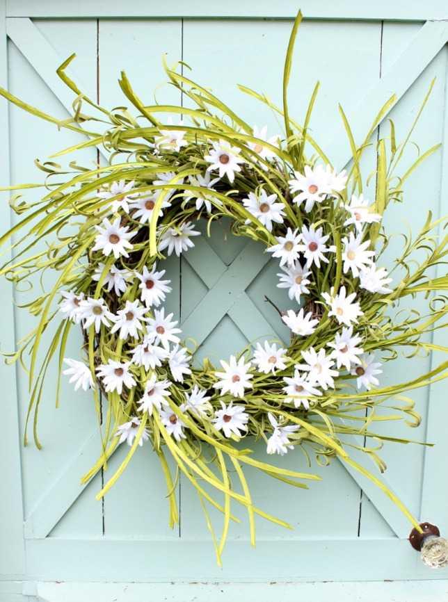 Daisy Wreath by Daisy Mae Belle, 15 Best Spring Wreaths