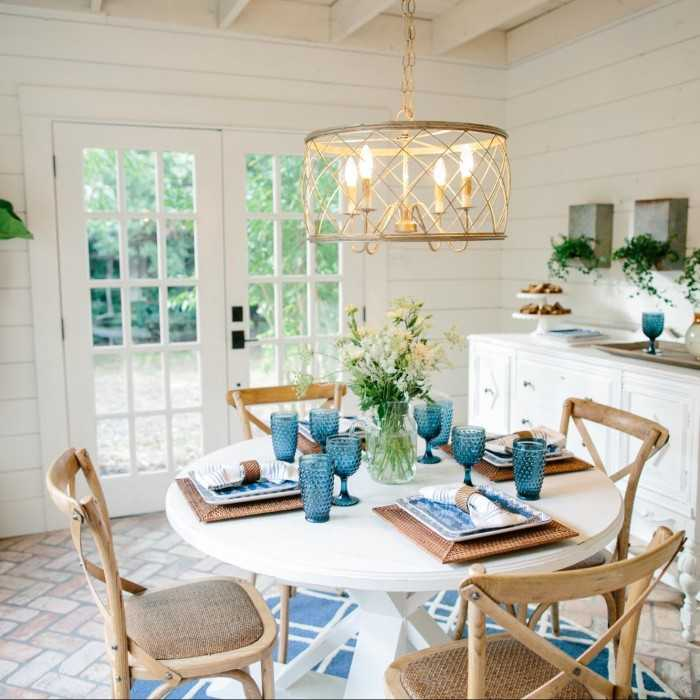 Fixer Upper breakfast nook with blue and white touches. Get the full details on how to recreate this look on A Blissful Nest. ablissfulnest.com #fixerupper #farmhouse #farmhousestyle #breakfastroom #breakfastnook #designtips