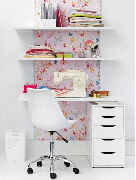Add-a-focal-wall-behind-your-small-office-desk-space-to-make-it-seem-larger2