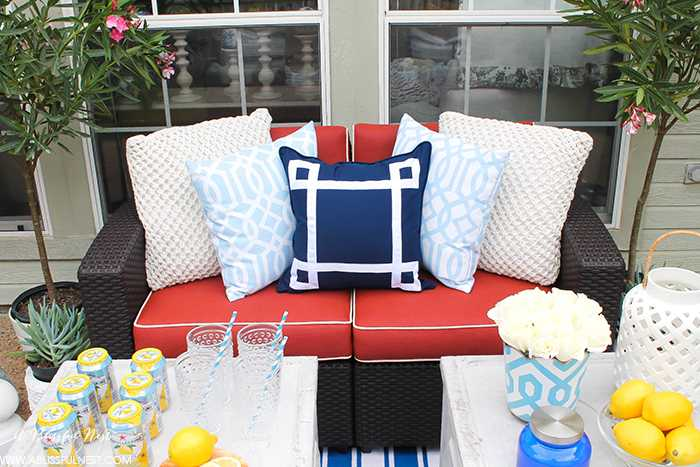 If you've got a small patio then you are not alone. BUT you do not have to sacrifice that designer look because of space issues. We are showing you simple tips to get that designer look with these small patio solutions. Via A Blissful Nest https://ablissfulnest.com #patiodecor #backyarddecor #homedecor #interiordesign #designtips