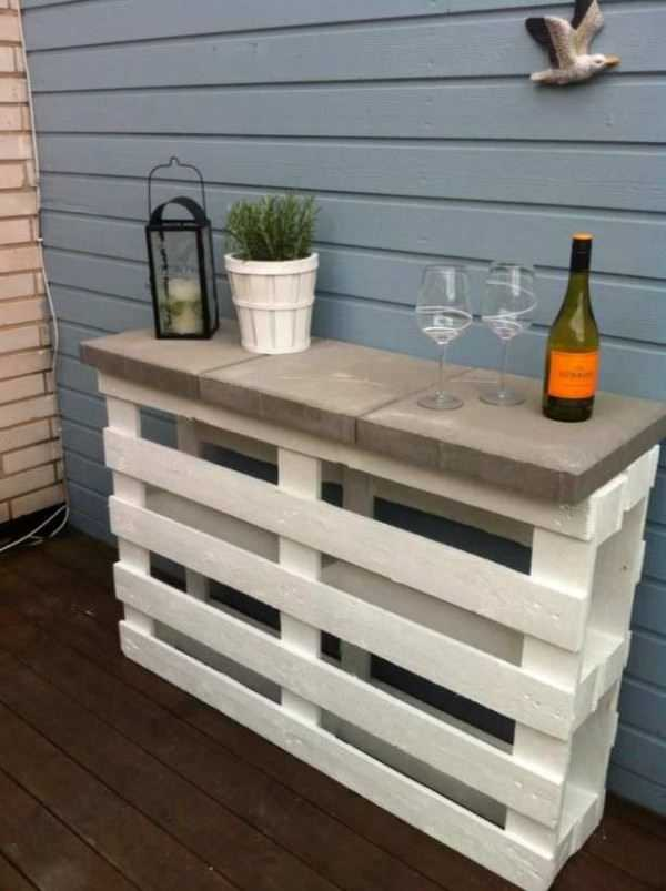 DIY Project Pallet Outdoor Bar, 20 Amazing Pallet Projects via A Blissful Nest