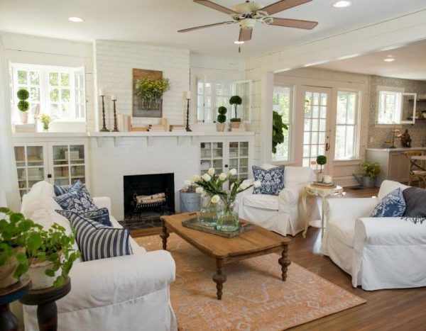 Get the design details of one of our favorite Fixer Upper living rooms! We break down the design to give you tips & hints to recreate this space in your own home with FULL shopping sources. Check out A Blissful Nest for more information! https://ablissfulnest.com/ #fixerupper #farmhouse #farmhousestyle #farmhousedecor