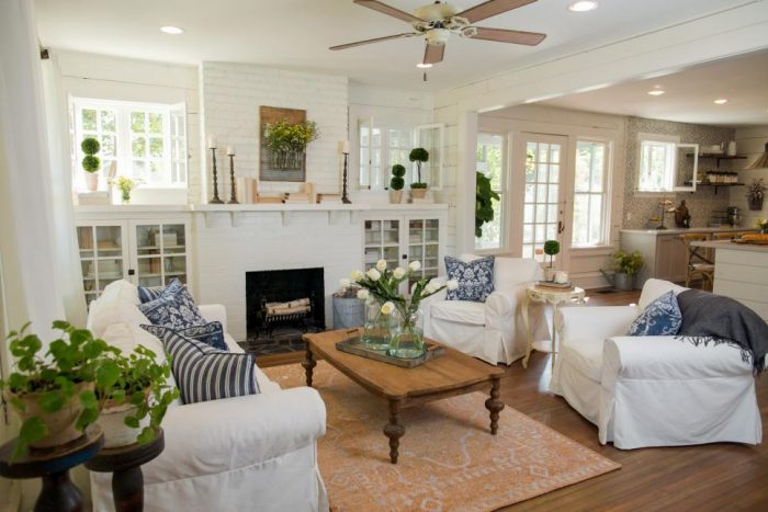 Get the design details of one of our favorite Fixer Upper living rooms! We break down the design to give you tips & hints to recreate this space in your own home with FULL shopping sources. Check out A Blissful Nest for more information! http://ablissfulnest.com/ #fixerupper #farmhouse #farmhousestyle #farmhousedecor