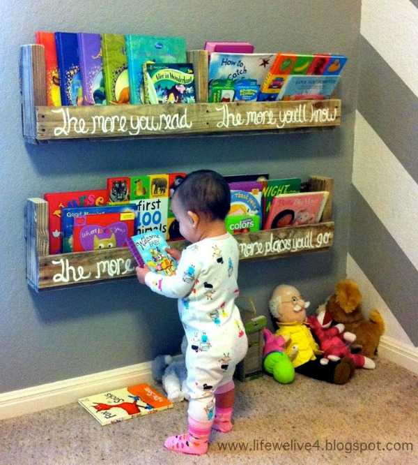 Pallet Book Shelf, 20 Amazing Pallet Projects via A Blissful Nest