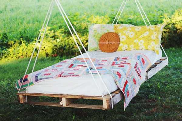Pallet Swing Bed, 20 Amazing Pallet Projects via A Blissful Nest