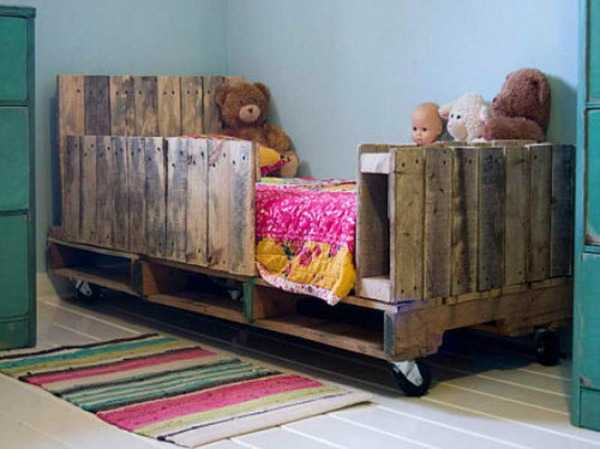Toddler Pallet Bed, 20 Amazing Projects via A Blissful Nest