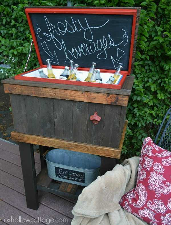 Wood Deck Cooler, 20 Amazing Pallet Projects via A Blissful Nest