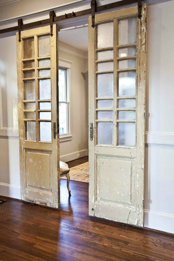 Charmant Cedar Hill Farmhouse, 20 Sliding Barn Door Ideas