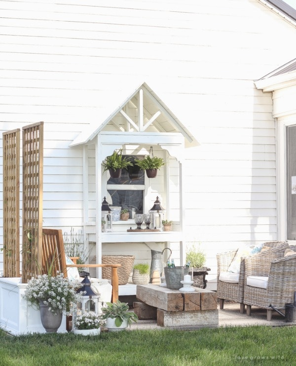 Love Grows Wild, 20 Best Patio Spaces via A Blissful Nest