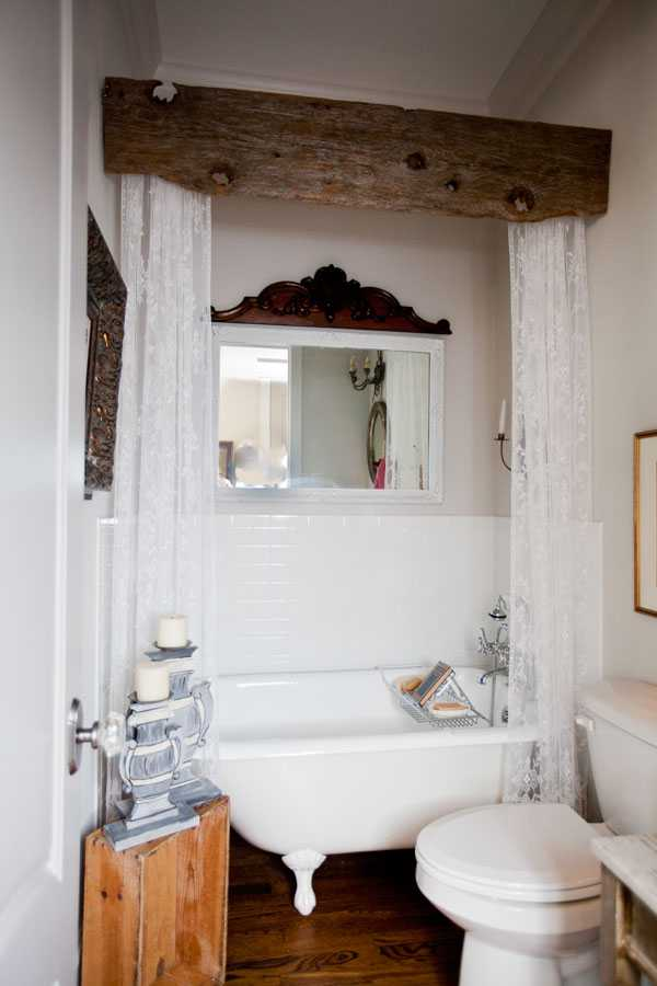 20 Best Farmhouse Bathrooms to Get That Fixer Upper Style! on Farmhouse Bathroom Ideas  id=18365