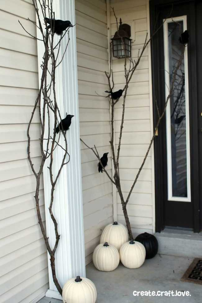 Create Craft Love, 20 Fabulously Spooky Halloween Front Porches via A Blissful Nest