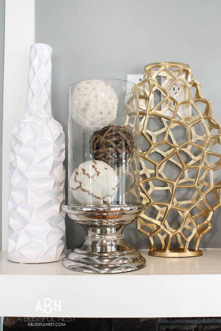 Love this gorgeous mix of modern glam fall décor with these neutral elements that can be used all year long! Just gorgeous! See more on https://ablissfulnest.com/ #falldecor #fall #falldecoratingideas