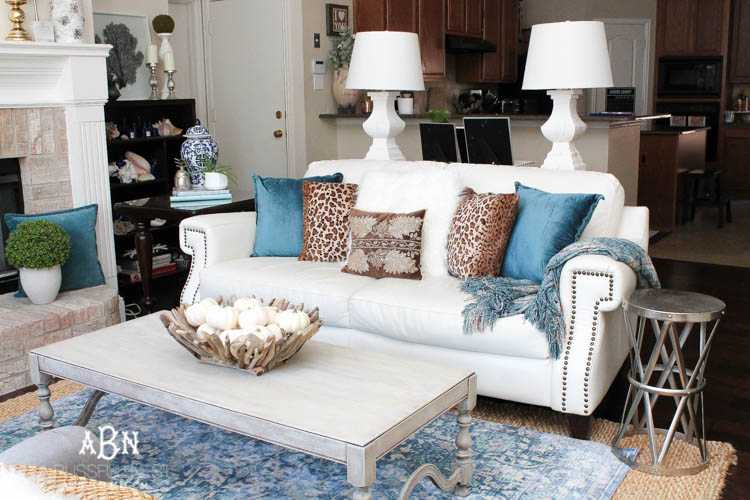 Get These Tips To Transition Your Living Room From Summer To Fall Décor.  This Fall
