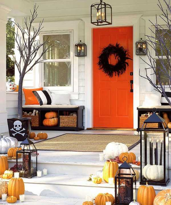 Infarrantly Creative, 20 Fabulously Spooky Halloween Front Porches