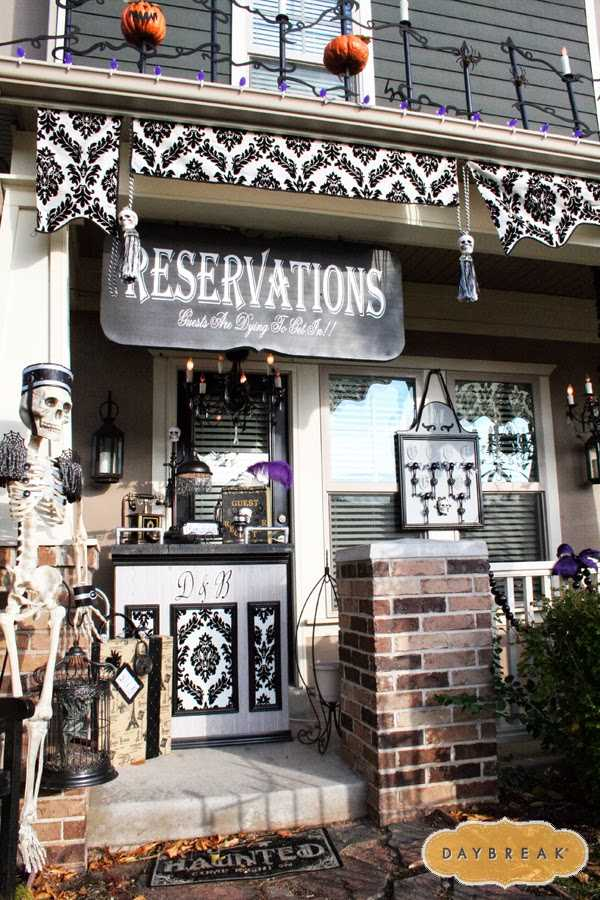 via Daybreak, 20 Fabulously Spooky Halloween Front Porches