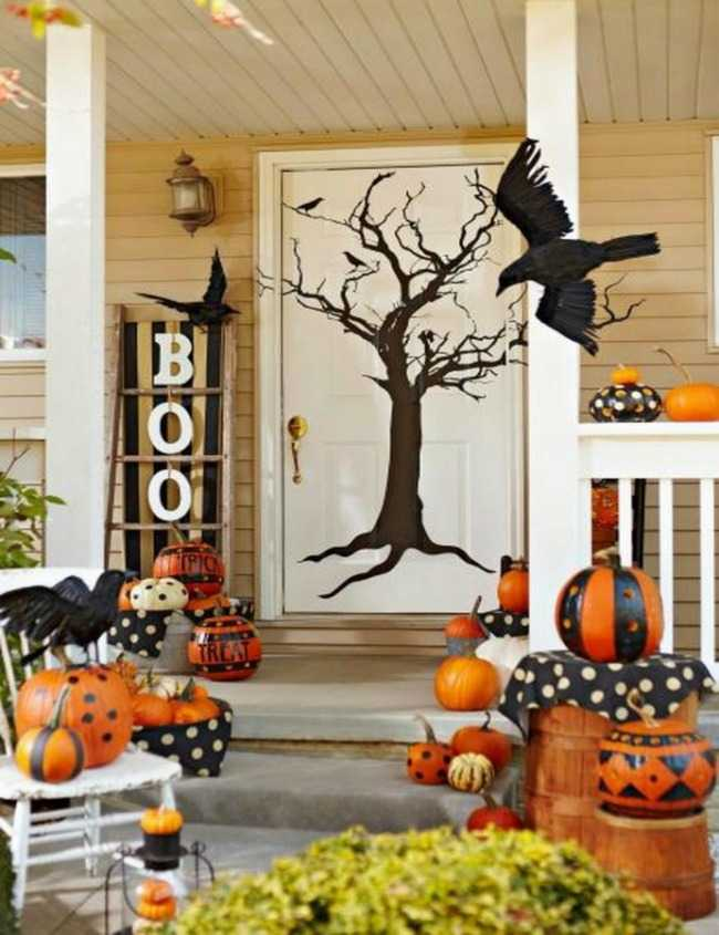 via Midwest Living, 20 Fabulously Spooky Halloween Front Porches
