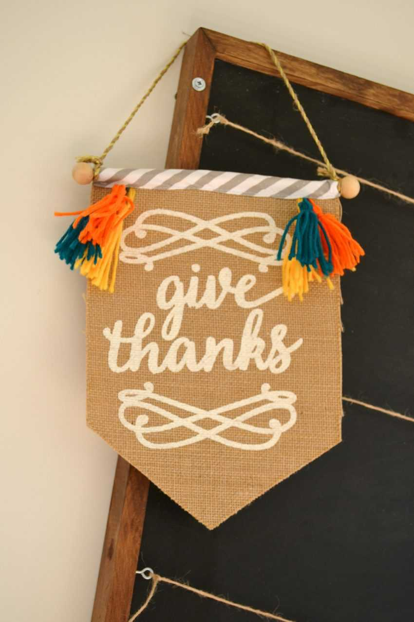 Celebrate all that your family is thankful for with this simple DIY Thankful Board! See all the details on https://ablissfulnest.com/ #Thanksgiving #ThanksgivingCraft #Thankful