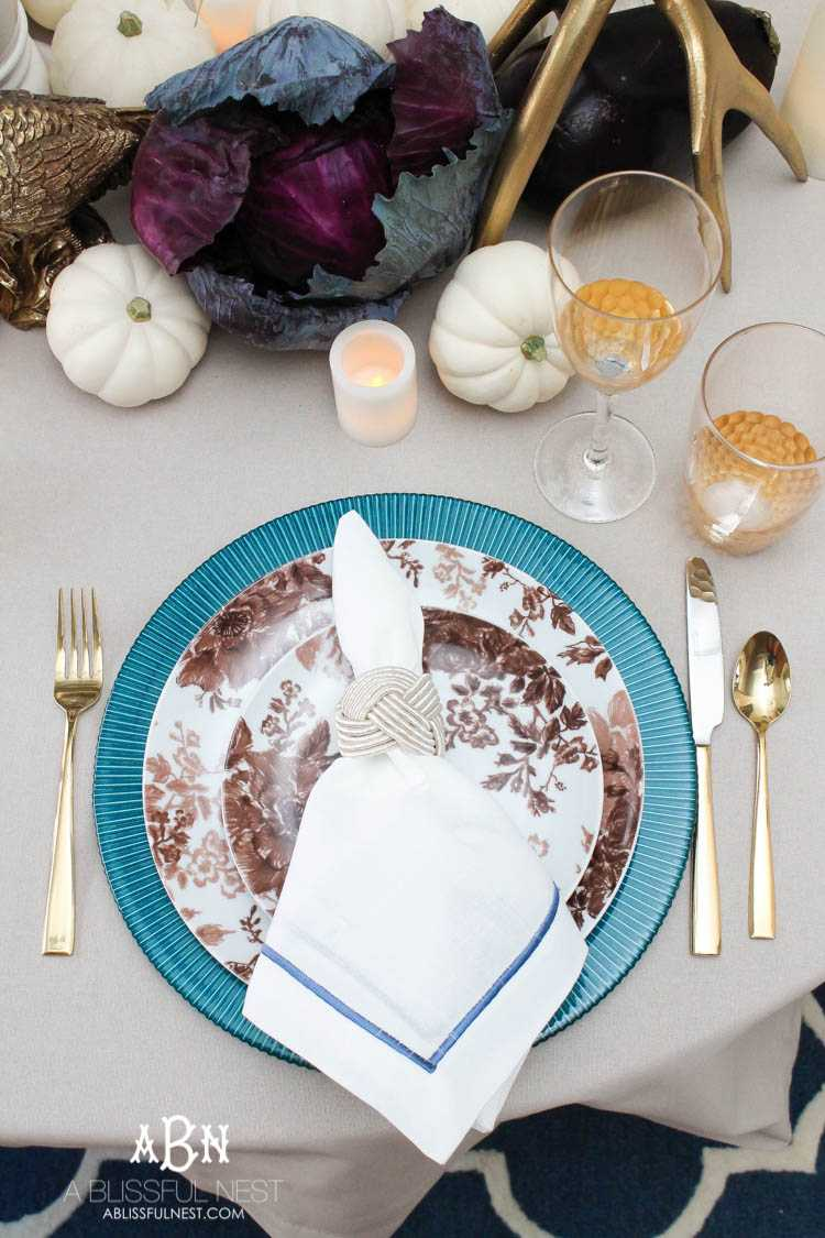 Not everyone has big Thanksgiving dinners but they can still be high with style. Snag our sources on setting the most gorgeous table this year! See more on https://ablissfulnest.com/ #thanksgivingtabledecor #thanksgivingideas