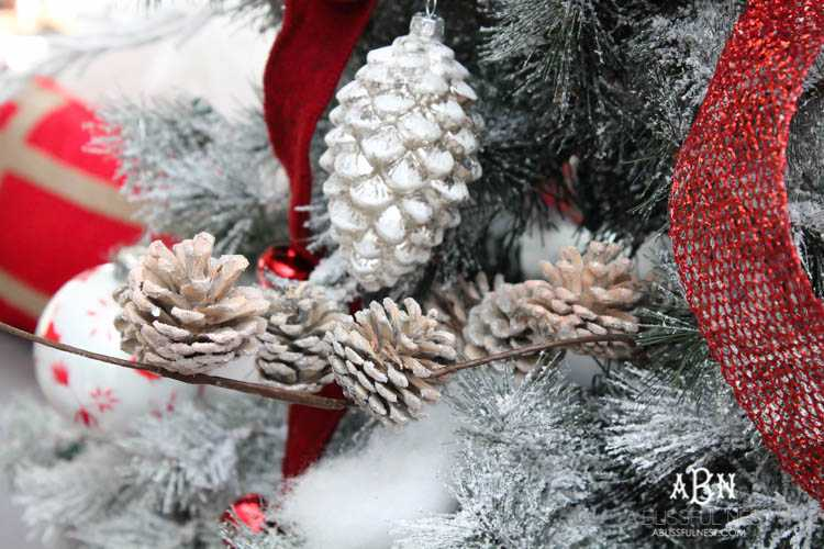 Gorgeous Red And White Christmas Tree Décor Ideas! Make Your Own Classic  Christmas Tree With