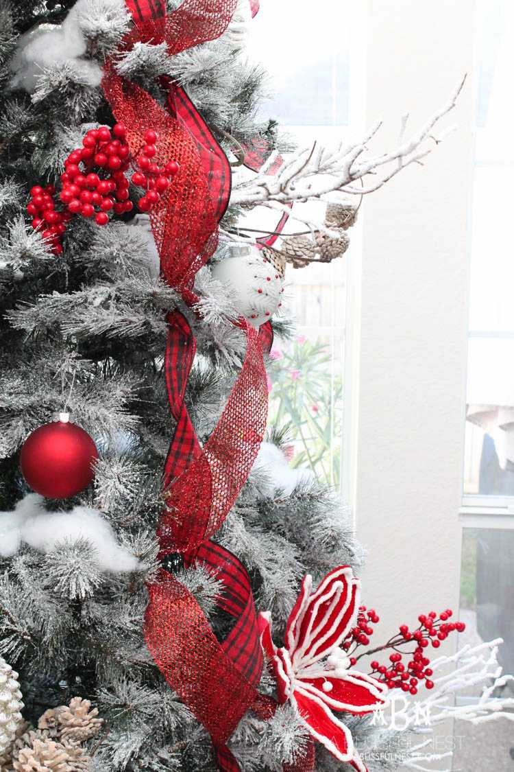 Red And White Christmas Tree Decorations Ideas.Classic Red And White Christmas Tree Decorating Ideas