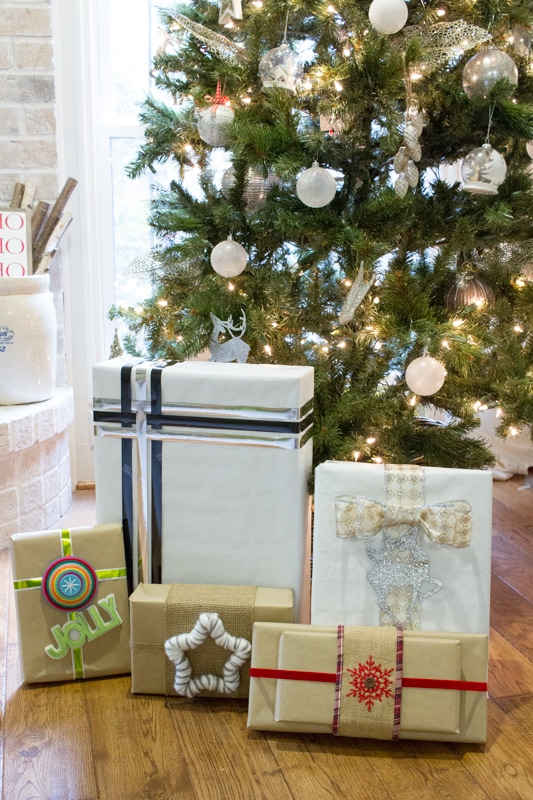 These quick and easy gift wrapping ideas will have your gifts stylish and ready to wow in no time! Find out more at http://ablissfultnest.com/ #Christmas #GiftWrapping #Gifts