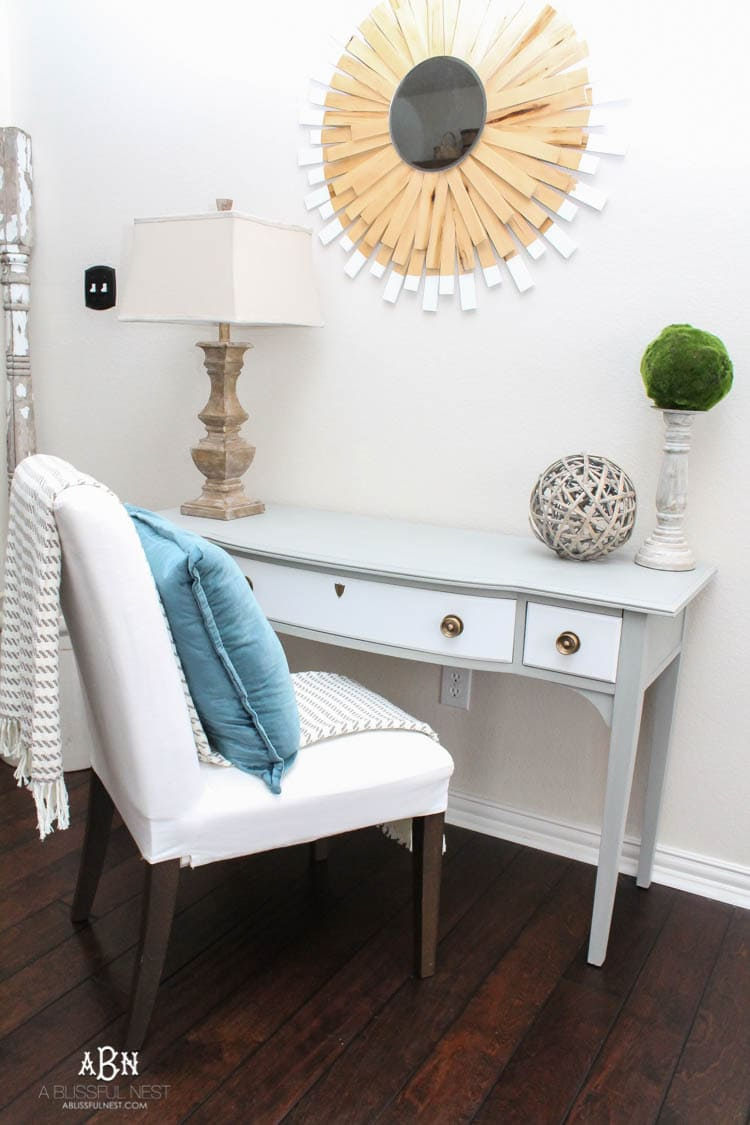 What an amazing before and after on this thrifted desk! Such a great idea. More on http://ablissfulnest.com/ #deskmakeover #chalkfurniturepaint