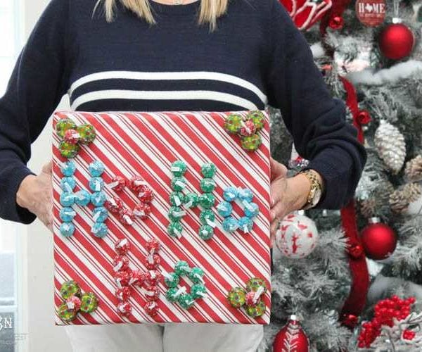 """Kiss""-mas Gift Wrapping Idea"