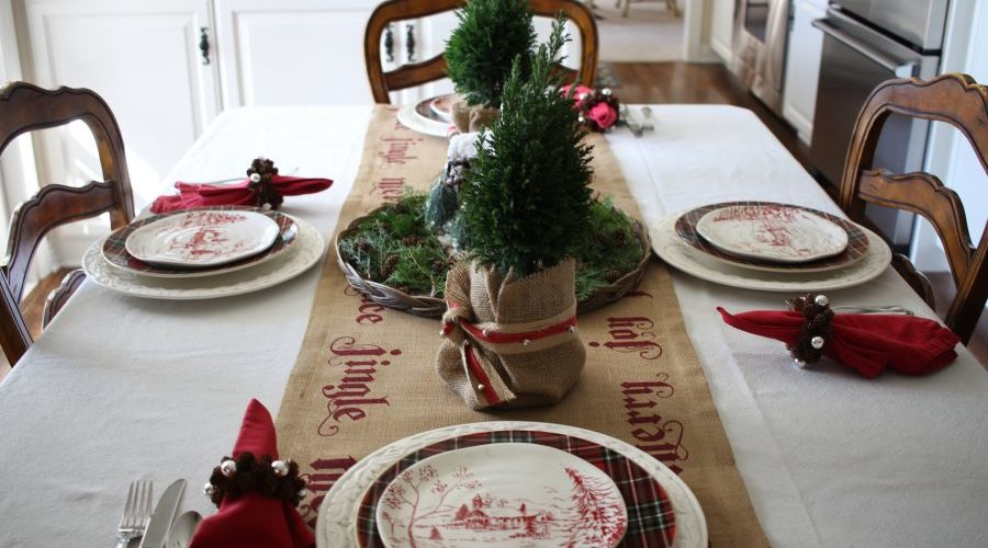 A natural Christmas tablescape that will fit in with any decor. This holiday table is so pretty and so simple to put together! See it all on https://ablissfulnest.com #Christmas #Tablescape #HolidayEntertaining