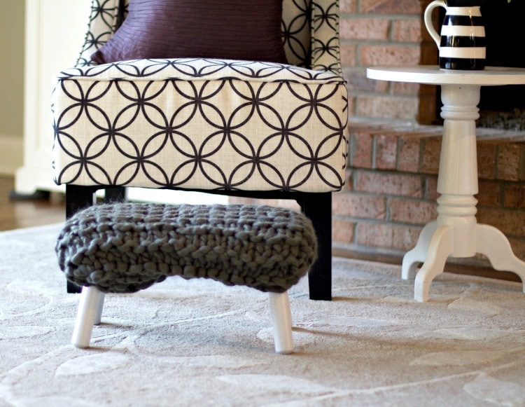 Make your own easy DIY Chunky Knit Footstool. Chunky Knit is all the rage right now! See more at https://ablissfulnest.com/ #DIYProjects #ChunkyKnit