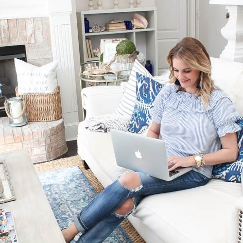 Learn how to organize your workflow from a veteran blogger using 1 simple online tool! See more on http://ablissfulnest.com/ #dropbox #ad