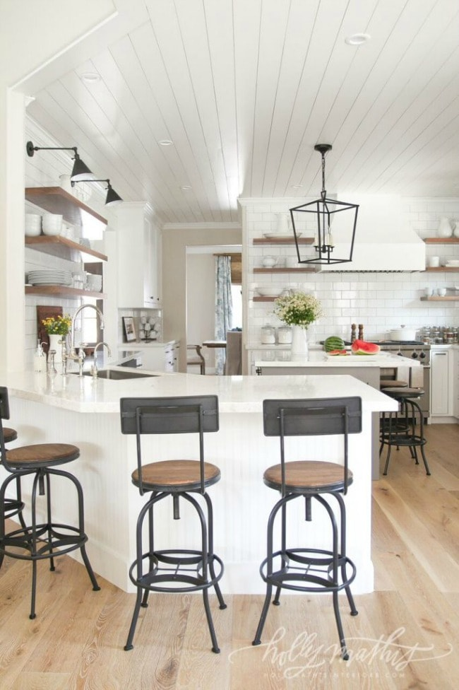 Tour these 20 modern farmhouse kitchens to understand how the farmhouse style really does work well with modern decor, especially to get Fixer Upper style.