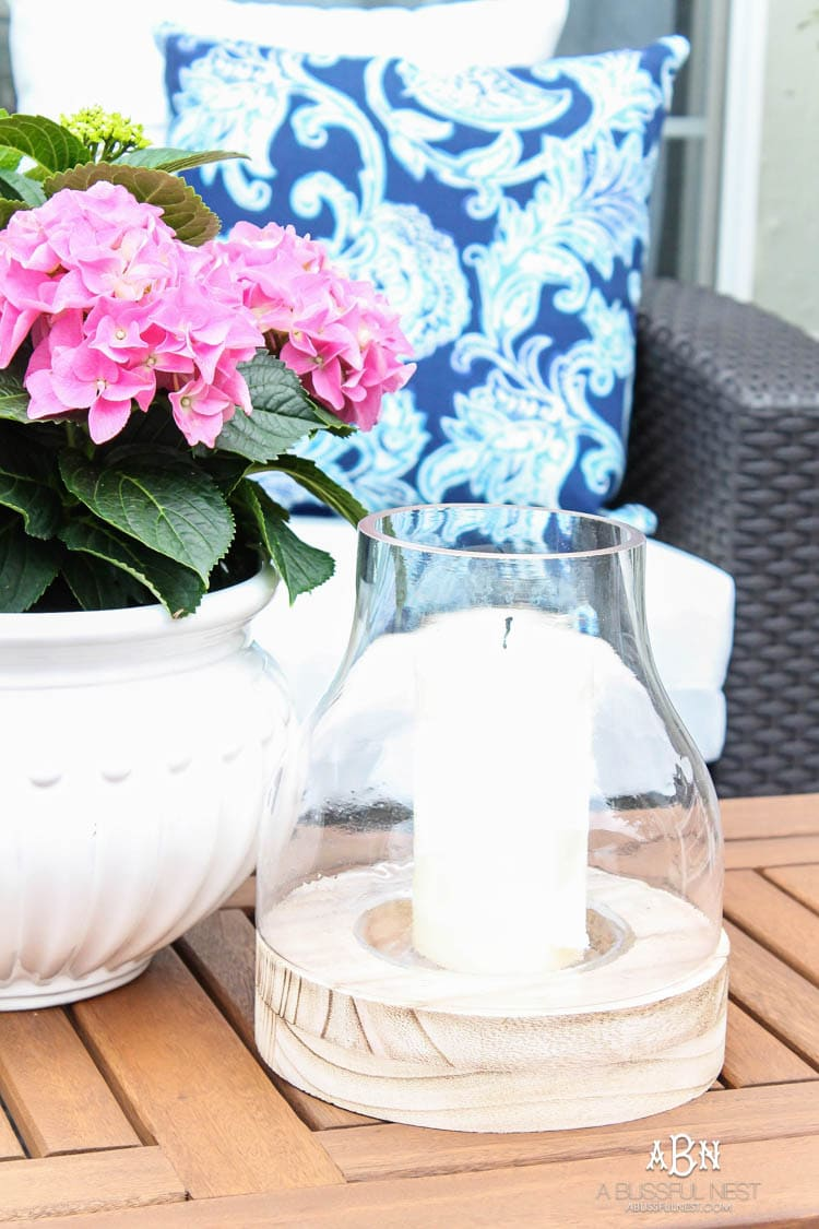 These are such easy tips to update your summer backyard patio for the season! See more on https://ablissfulnest.com/ #patio #backyardideas