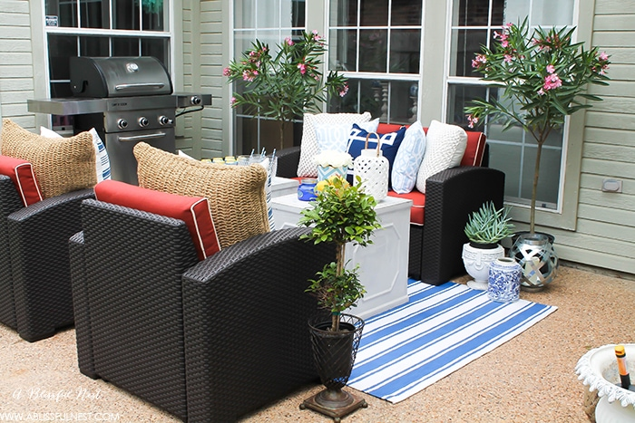 Elegant These are such easy tips to update your summer backyard patio for the season See