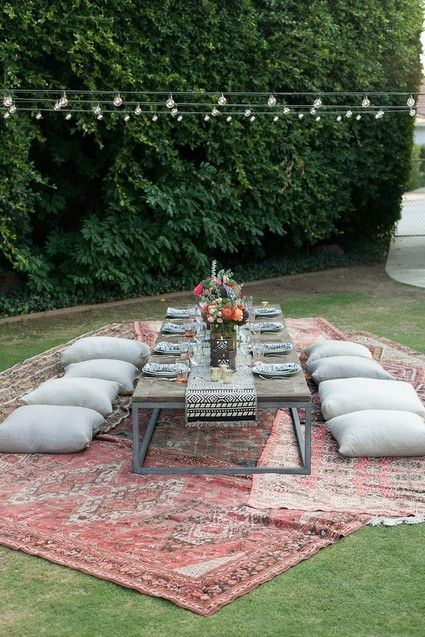 Easy tips to follow for a perfect summer table setting for evening or morning brunches this summer. For all the ideas visit http://ablissfulnest.com/ #outdoorliving #summerentertaining
