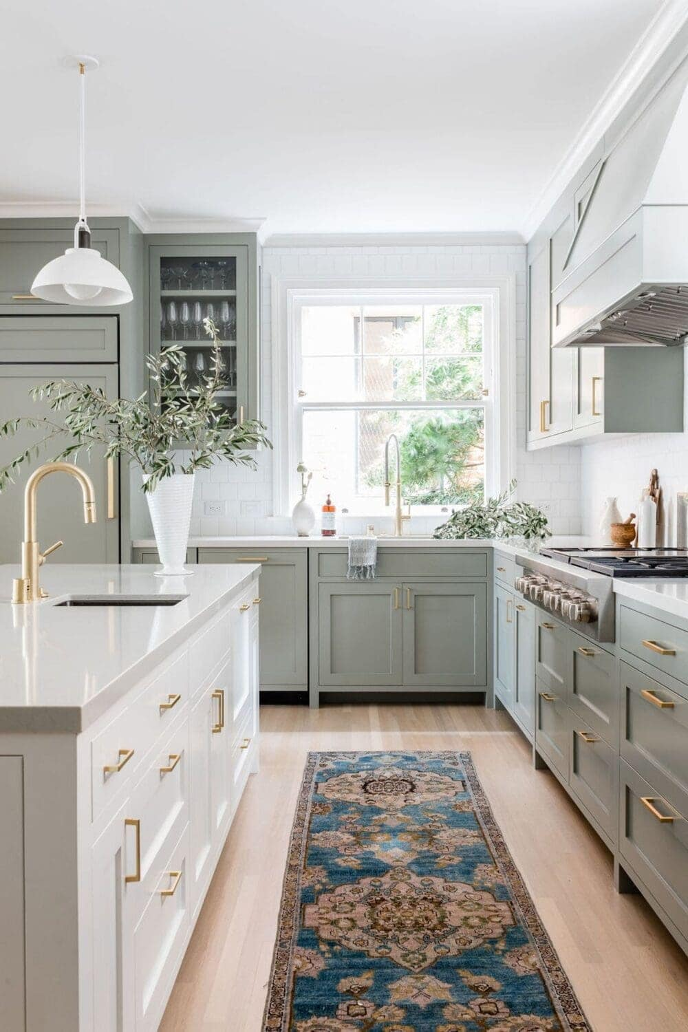 9 Kitchen Cabinet Colors & Combinations [With Pictures]