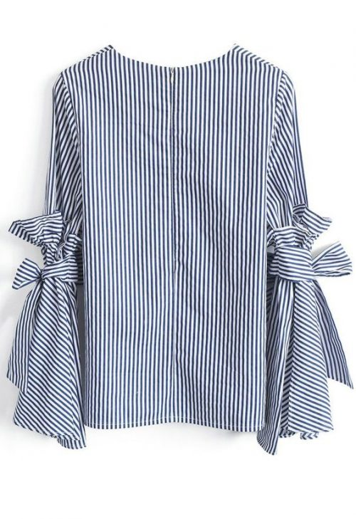 Loving this cute striped top for fall!!