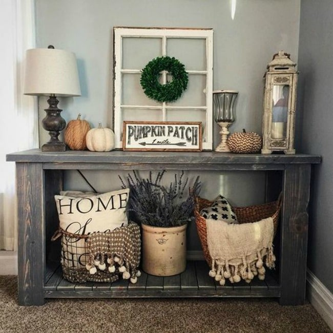 Adore this fall entryway by Sugar Creek Craftsman. Grab the best fall entryway ideas on https:ablissfulnest.com/ #falldecor #falldecorating #fallentrydecor